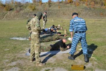 Правилам та методам використання зброї майбутніх бійців загонів самооборони навчали інструктори-правоохоронці Тернопільщини
