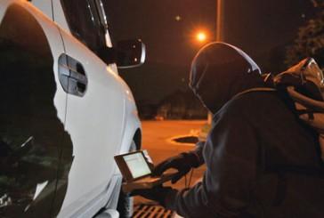 Не залишати цінних речей в автомобілях закликають працівники міліції