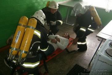 Бучацький район: рятувальники вдосконалювали навики з ліквідації пожеж в будівлях з масовим перебуванням людей