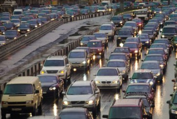 З 1 жовтня водії повинні вдень включати ближнє світло фар або денні ходові вогні