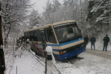 Заліщицький район: рятувальники відбуксирували автобус із кювету