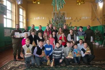З гостинцями від Святого Миколая до вихованців Новоайдарівської школи-інтернату завітали тернопільські міліціонери