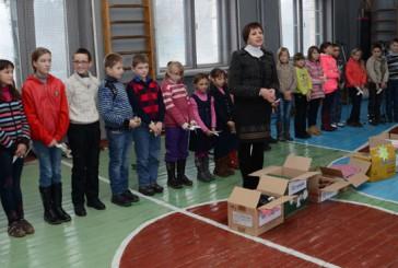 Миколайчиків  для солдат передали учні Довжанківської школи