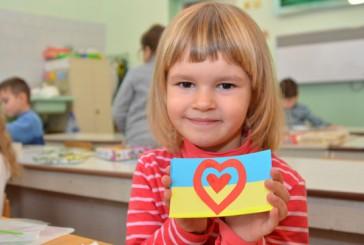 Від дитячого серця до серця бійця. Вихованці дитячого садочку приготували обереги для бійців