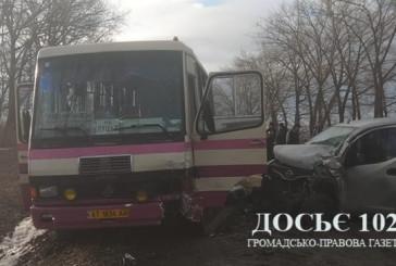 У аварії на Тернопільщині не розминулися автобус та автомобіль