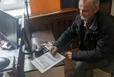 Вчитель з Бережан перший в районі вніс електронний підпис на ID-картку