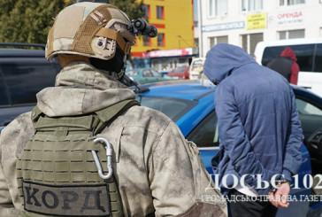 У Тернополі оперативники затримали двох чоловіків, які вимагали гроші у місцевого підприємця