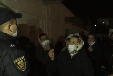 Поліцейські зафіксували порушення умов карантину під час Великоднього богослужіння в Почаївській лаврі