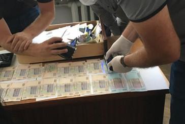 Детективи тернопільської поліції взяли на хабарі 400 доларів посадовця-реєстратора однієї з сільрад Чортківського району