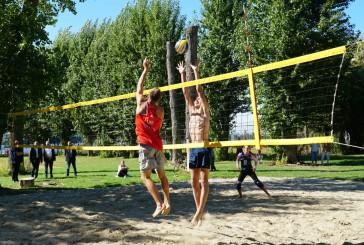 Олександр Богомол відзначив переможців пляжного волейболу на Кубок міста