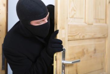 21-річного жителя Заліщиків місцеві поліцейські підозрюють у крадіжці з будинку пенсіонера