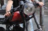 Дванадцятирічні хлопці викрали мотоцикл, щоб покататися