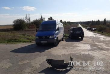 У автопригоді на Тернопільщині не розминулися дві іномарки та БУС