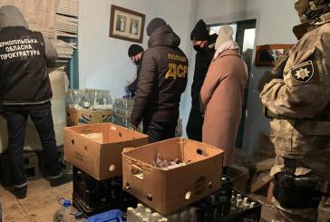 Три гуральні з виготовлення підробленого алкоголю та продукції на півтора мільйона гривень виявили та ліквідували працівники управління стратегічних розслідувань Тернопільщини