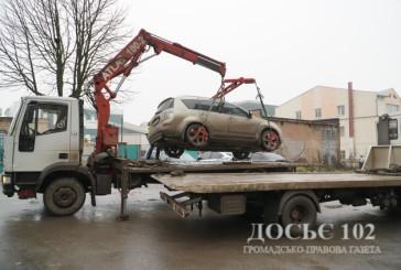 Оперативники Тернополя затримали групу осіб, яка викрала авто, позбавила волі чоловіка та вимагала у нього 800 тисяч доларів