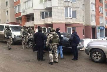 Поліцейські затримали подружжя тернополян, котрі вимагали кошти за нерозголошення особистої інформації