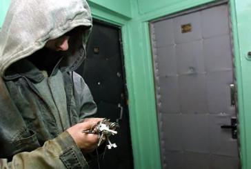 Замикайте вхідні двері: поліцейські розшукують зловмисників, які викрали з помешкання тернополянки гроші