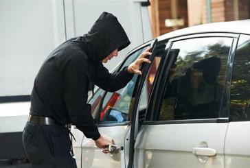 Не залишайте в салонах цінні речі: поліцейські розшукують зловмисників, які викрали барсетку зі значною сумою грошей з автомобіля жителя Хмельницького