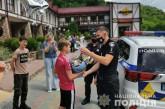 Поліцейські Тернопільщини привітали вихованця навчально-реабілітаційного центру з іменинами