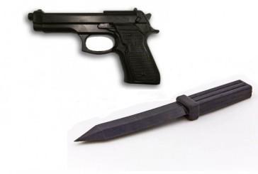 У Тернополі співробітники роти поліції особливого призначення вилучили у двох чоловіків пістолет та ніж