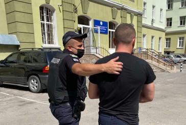 У Тернополі застілля закінчилося ножовим пораненням