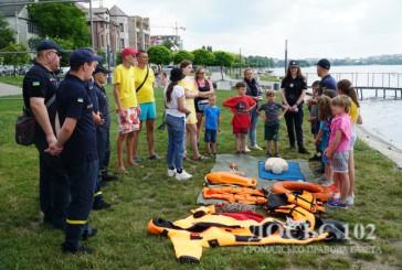 У Тернополі поліцейські та рятувальники нагадали дітям правила безпечної поведінки під час літніх канікул