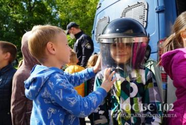 «Створюємо безпекове середовище для дітей»: працівники поліції Тернопільщини проводять профілактичні уроки для школярів